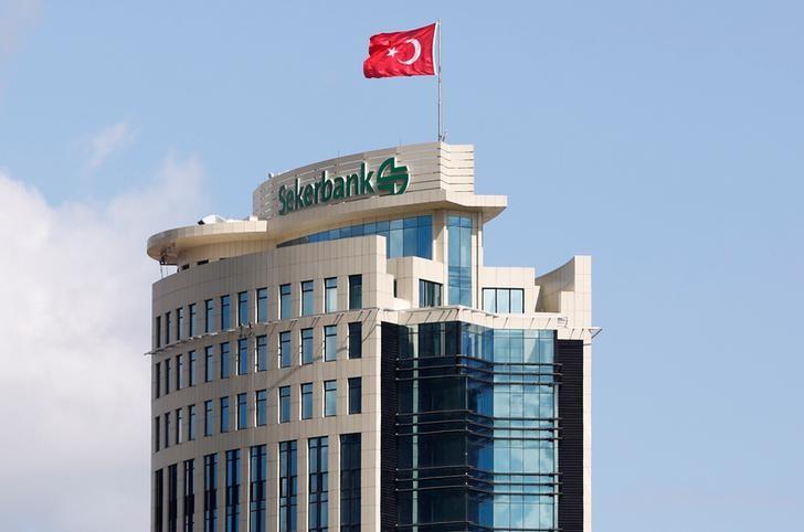 © Reuters.  Максимальная ставка по вкладам в банках топ-10 снизилась в 3-й декаде декабря до 7,33%