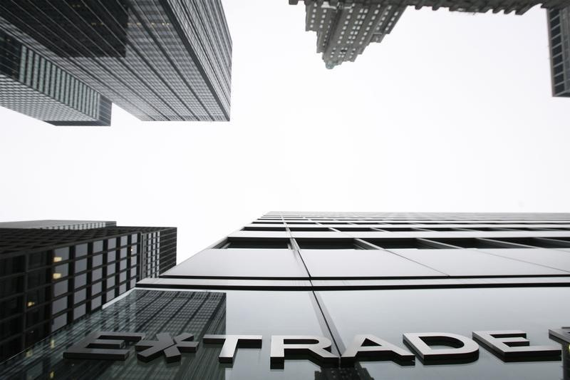 © Reuters. Morgan Stanley Targets Young Money With E*Trade