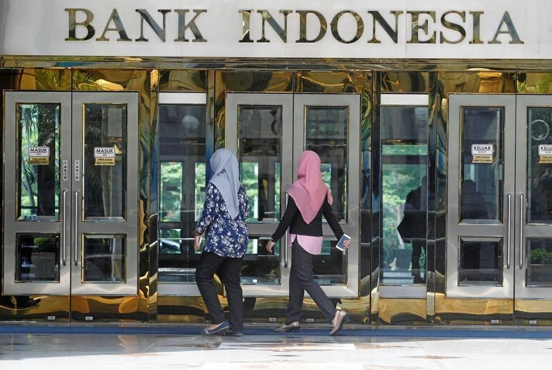 © Reuters.  Asia's Biggest Drop in Reserves Is in Indonesia as Rupiah Slides