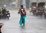 UPDATE 1-Monsoon rains paralyse air, street traffic in Mumbai