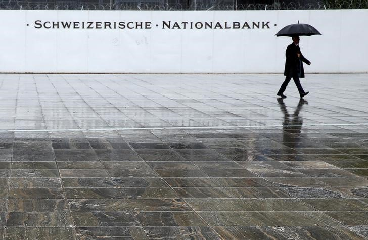 © Reuters.  SNB Is Prepared to Intervene in Currency Markets, Official Says