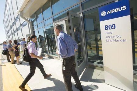 European Stocks Slump on Growth Worries; Airbus Weakens
