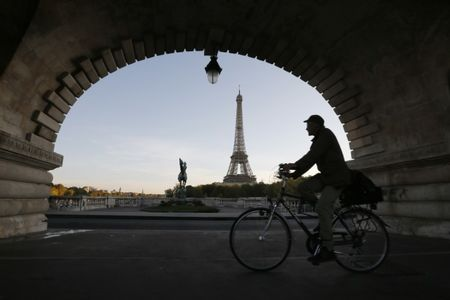 Stocks - Europe Seen Mixed; French GDP Weighs