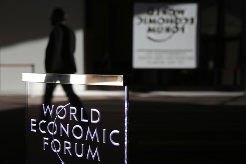 © Reuters.  ВЭФ: основные тренды на десятилетие - экономическое неравенство, социальное расслоение и экология
