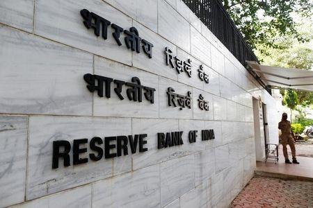 भारतीय केंद्रीय बैंकर दर में कटौती के लिए कमरे देखते हैं, मुद्रास्फीति पर स्पष्टता का इंतजार करते हैं, मिनट दिखाते हैं