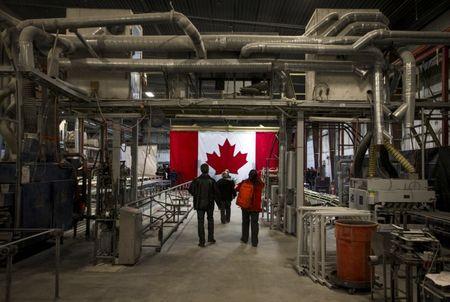 بيانات التصنيع الكندية  ترتفع بشكل مفاجىء