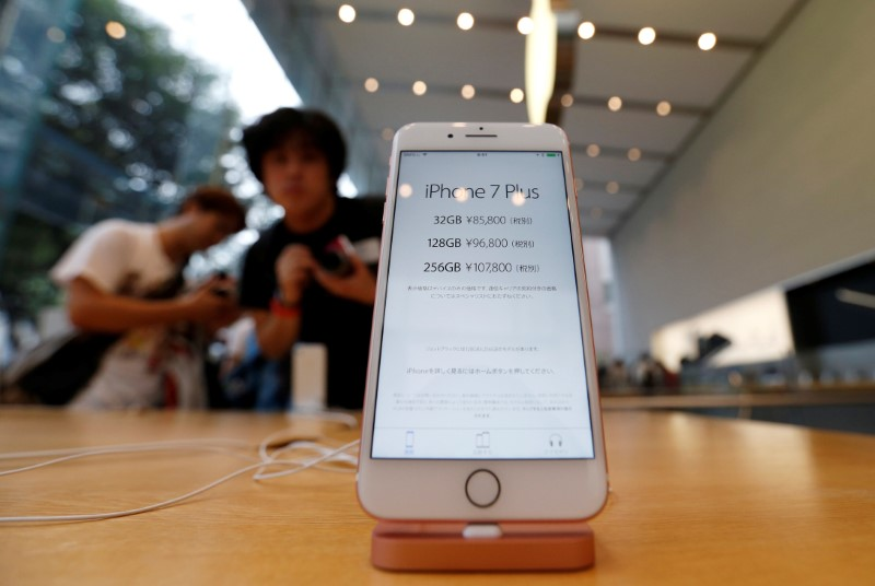 Apple Stock Falls 4%