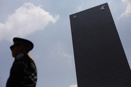 México endurece sanciones a factureros en medio de dudas