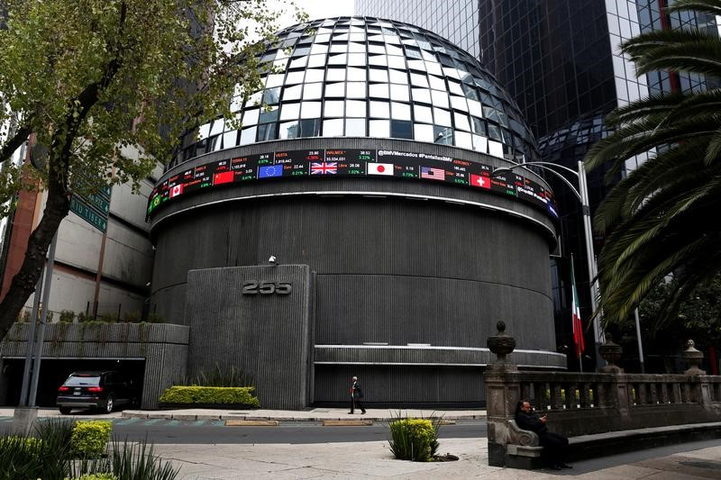 © Reuters.  Mexico shares higher at close of trade; S&P/BMV IPC up 0.69%