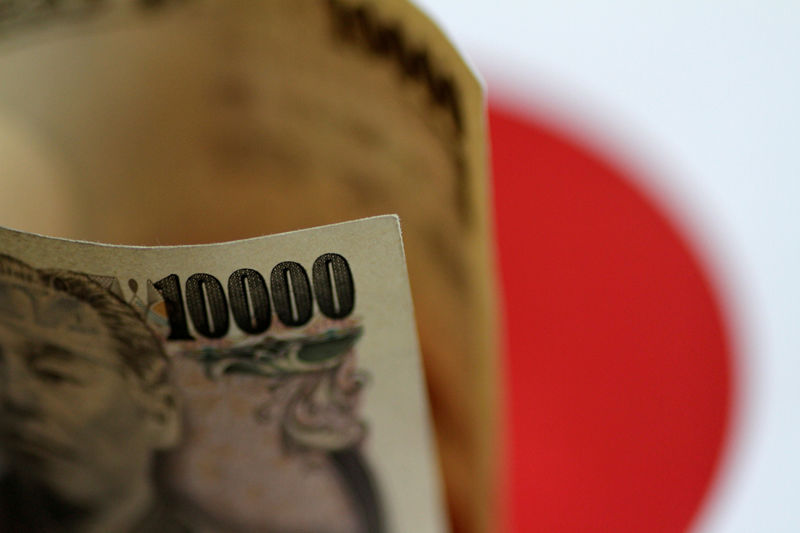 © Reuters.  Dollar rebounds vs. yen as China bond concerns ease