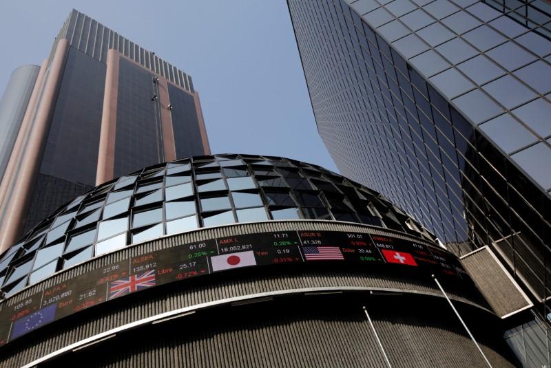 © Reuters.  Bolsa do México tem seu pior dia em 7 anos com queda de ações de bancos