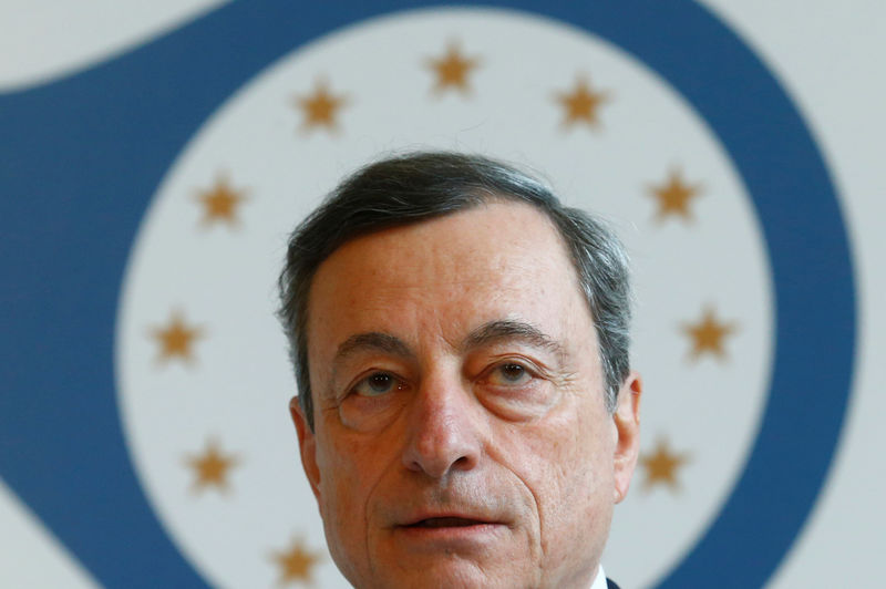 © Reuters.  Draghi's ECB on Verge of Watershed for Its Bond Purchases