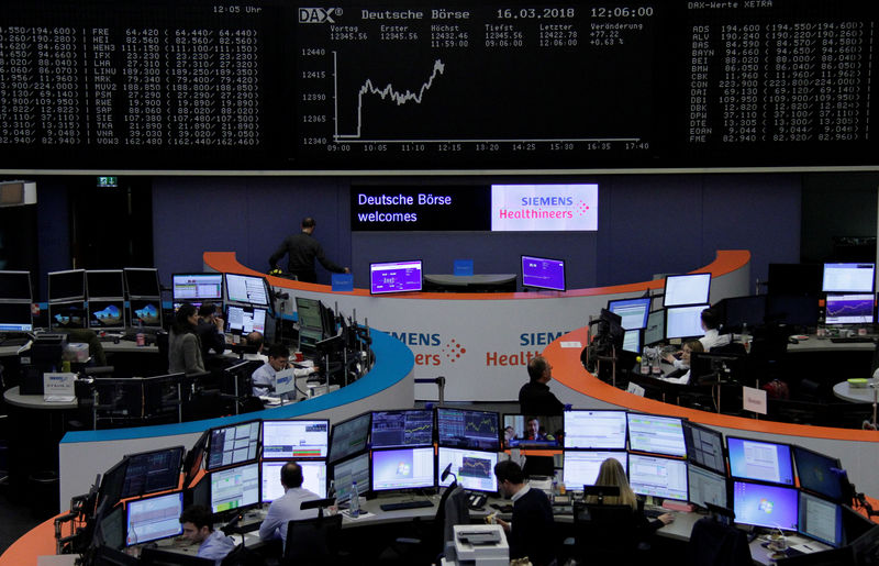 © Reuters. European equities decline, AMS bid on Osram puts M&A in focus