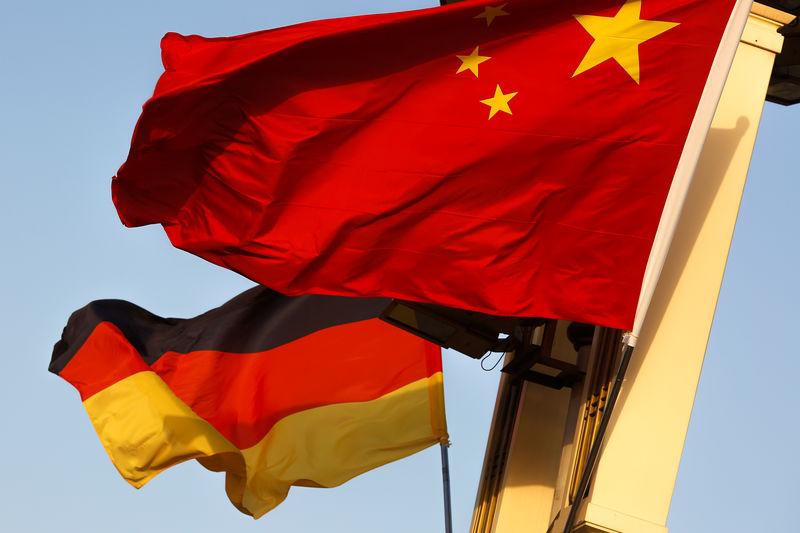 © Reuters.  Erdrückende Umarmung? Berlin und Peking rücken zusammen