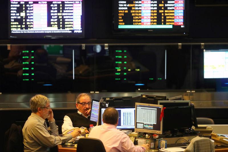 © Reuters.  Bolsa de Buenos Aires: Merval fecha em baixa de 2,13%