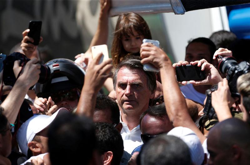 Bolsonaro entrega 307 títulos de terra no MS