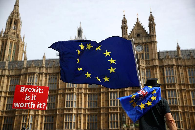 Reuters.  СМИ узнали о переносе голосования по Brexit в парламенте