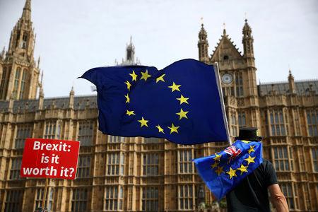 StockBeat: Brexit de May impulsiona alta dos mercados, Adyen cai com venda