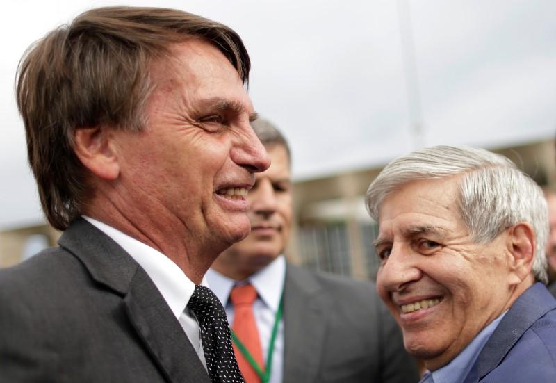 © Reuters.  Empresários que somam 32% do PIB nacional apoiam Bolsonaro