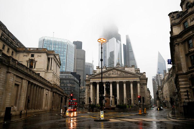 © Reuters.  محللون: بنك إنجلترا عليه إيجاد أسلحة جديدة لمكافحة الركود المقبل