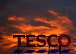 StockBeat: Tesco chute alors que les coûts du personnel grignotent les gains des achats de panique