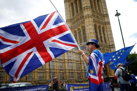 Спикер британского парламента в понедельник не стал проводить голосование по Brexit