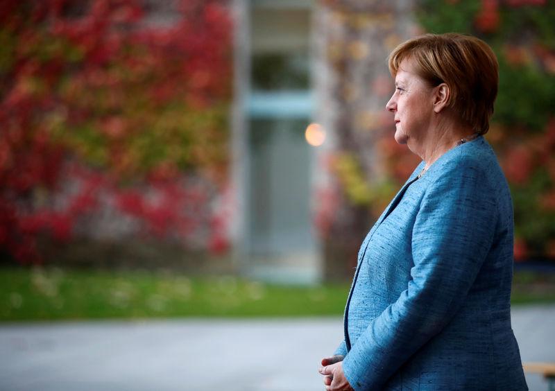 Almanya Başbakanı Merkel'in COVID-19 önlemlerini kademeli olarak kaldırmakta anlaşması bekleniyor