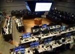 BOVESPA-Índice segue exterior e recua nos primeiros negócios após renovar recorde