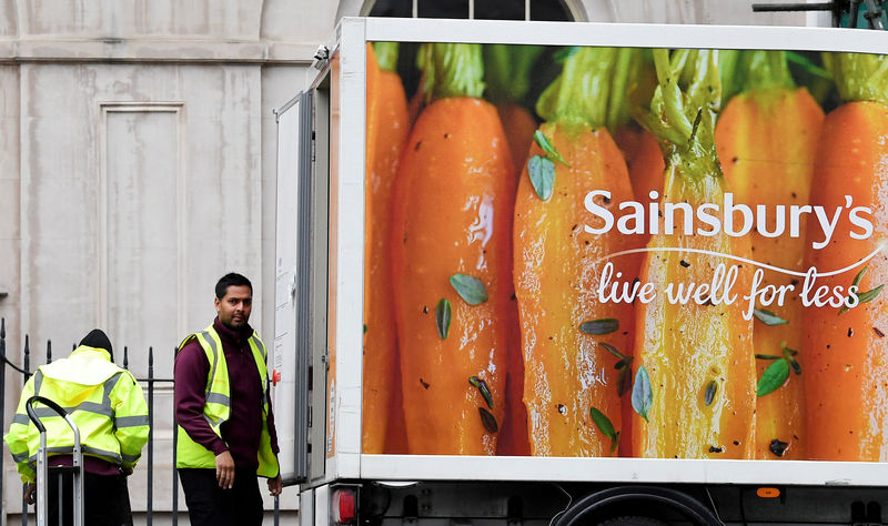 © Reuters.  Sainsbury CEO Exits With Stock the Worst Performer Among Peers
