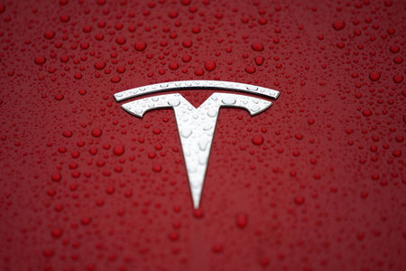 特斯拉料于明日开启北美第一批Model Y的交付,此前大摩下调其评级