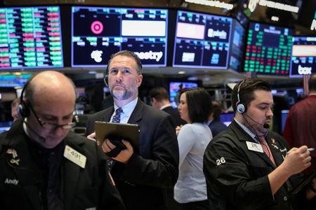 Futuros dos EUA apontam para abertura ligeiramente em alta após forte queda