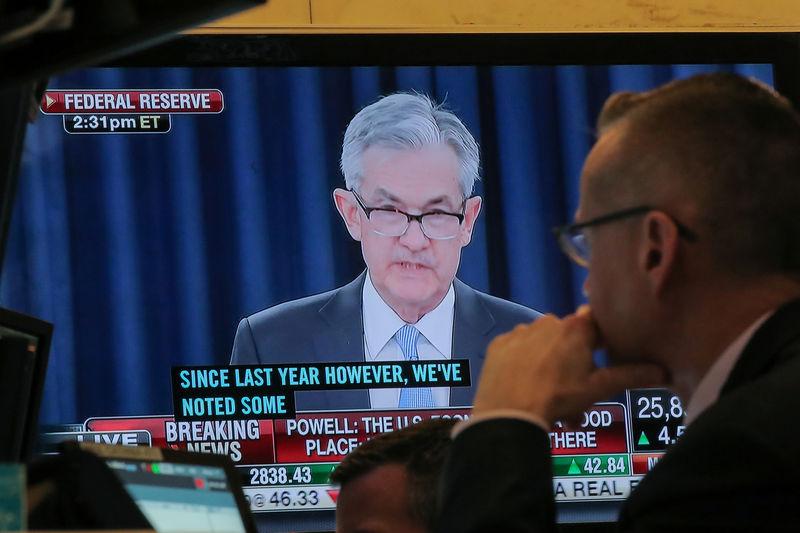 © Reuters.  Powell Gets Bipartisan Senate Backing After Trump Renews Assault