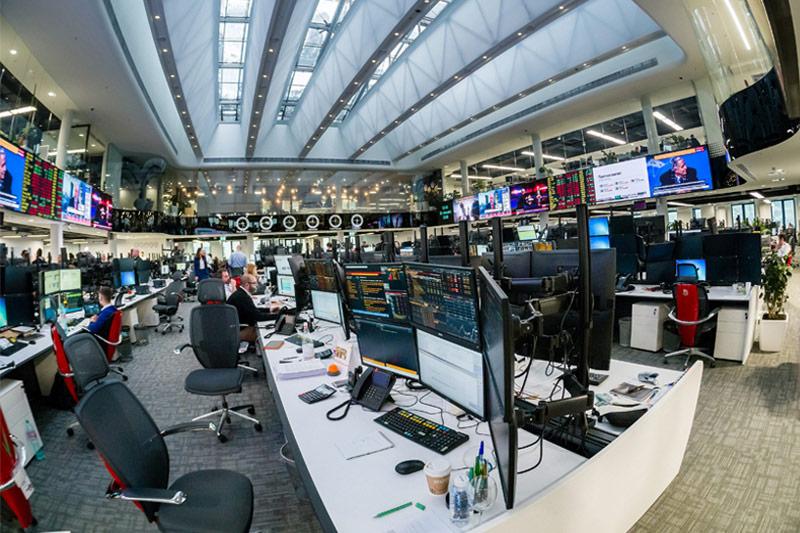 Рынок акций  РФ закрылся ростом, Индекс МосБиржи прибавил 1,06%