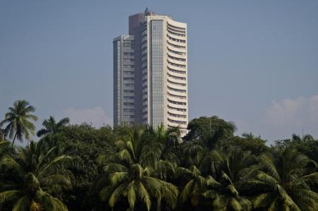 भारतीय शेयर उच्चतर समाप्त, निवेशकों को अमेरिकी प्रोत्साहन विवरणों का इंतजार
