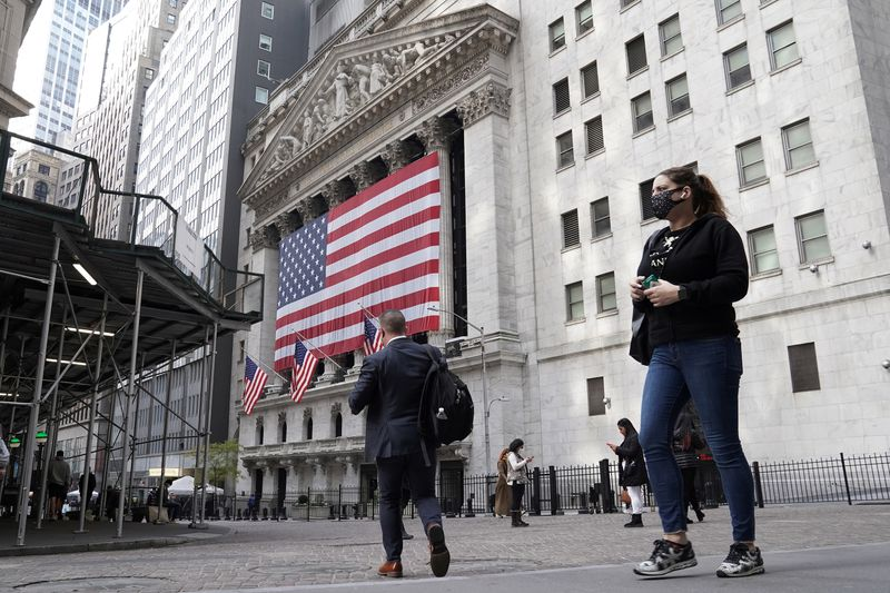 Wall Street edges higher with eyes on earnings season; GM soars By Reuters