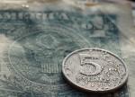 Рубль испытывает давление со стороны глобально подорожавшего доллара