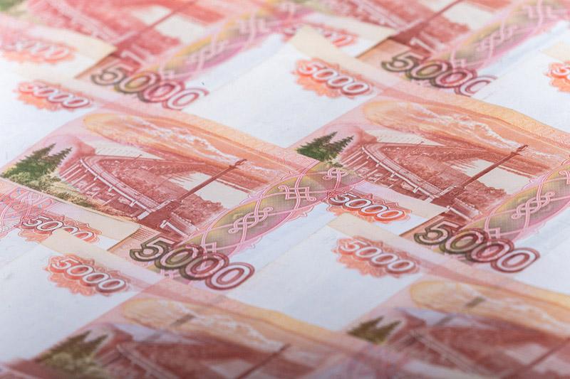 Рубль стабилен на пике налоговых выплат, инвесторов занимают торговые войны и итоги встречи ОПЕК