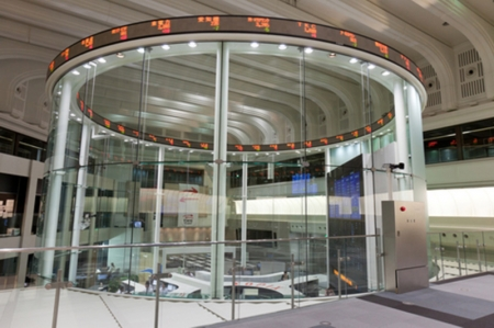 La Bolsa de Tokio sube un 0,47 % en la apertura hasta los 22.035,65 puntos