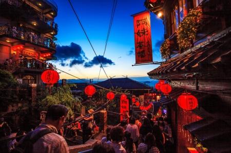 Tayvan piyasaları kapanışta düştü; Taiwan Weighted sabit kaldı