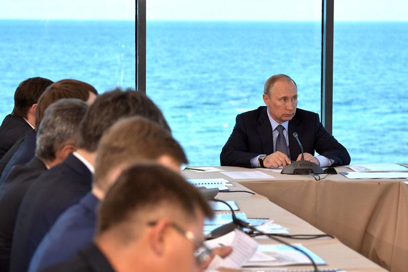 Путин и Трамп обсудили ситуацию на нефтяном рынке -- Кремль