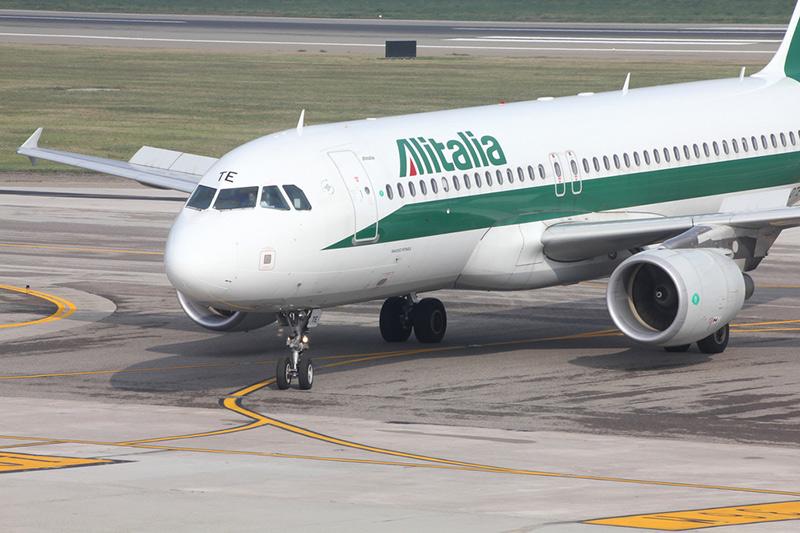 Alitalia, per Delrio situazione critica, governo vuole approfondire piano
