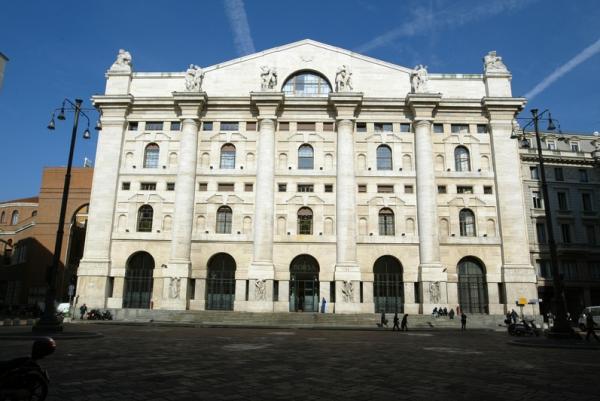 © Reuters.  מדדי המניות באיטליה עלו בנעילת המסחר; מדד Investing.com איטליה 40 הוסיף 0.11%