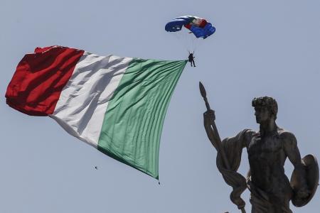 YENİLEME 2-İtalya'da Kuzey Birliği Partisi'nin güven oylaması önergesi sunacağını açıklamasının ardından bankacılık hisseleri sert şekilde düşüş kaydetti