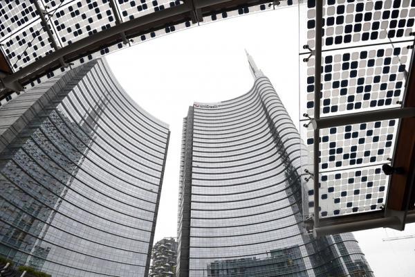 Borsa Milano rialzo, banche e Atlantia positive, rimbalzano petroliferi