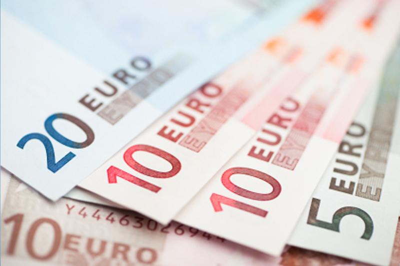 ЦБ РФ установил курс евро с 13 января в размере 63,2759 руб.