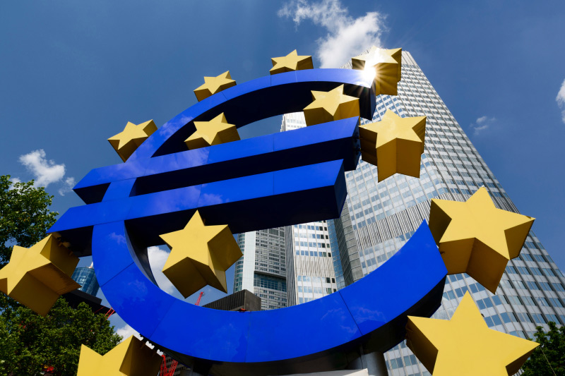 Euro zone Sentix investor confidence hits 17-month low in October