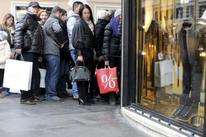 Italy retail sales  fall in October  for second month running