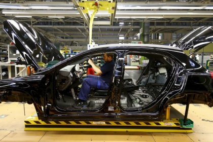 Euro zone business growth still struggling to gain traction