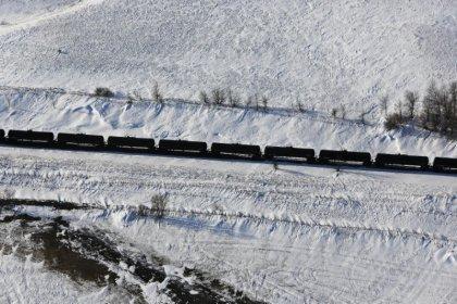 Buffett's BNSF cuts ethanol shipper costs amid push for safer train cars