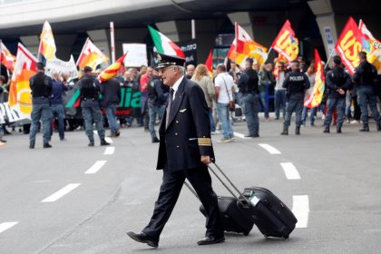 Alitalia workers reject labor deal, put airline on course for administration: union sources